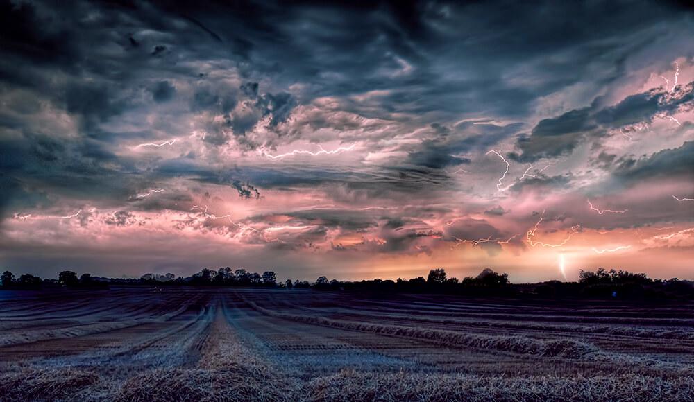 Torden over høstmark